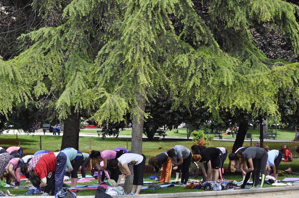 YOGA EN EL PARQUE: Una iniciativa que está reuniendo a muchos corazones!!!