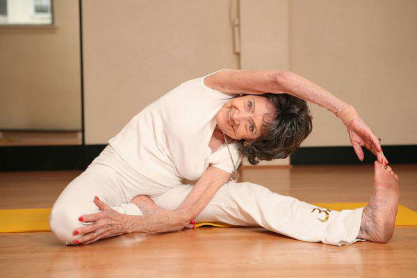 Su nombre es Tao Porchon-Lynch y es la instructora de yoga más longeva del mundo