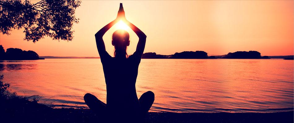 5 formas en cómo el yoga te ayuda a superar «daños emocionales»
