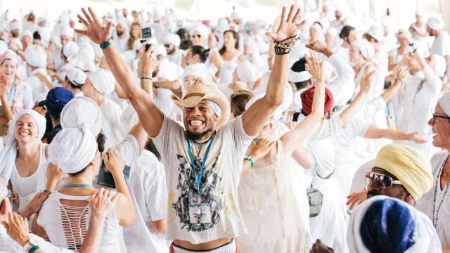 10 maneras de celebrar el Solsticio y el Día Internacional del Yoga en todo el mundo