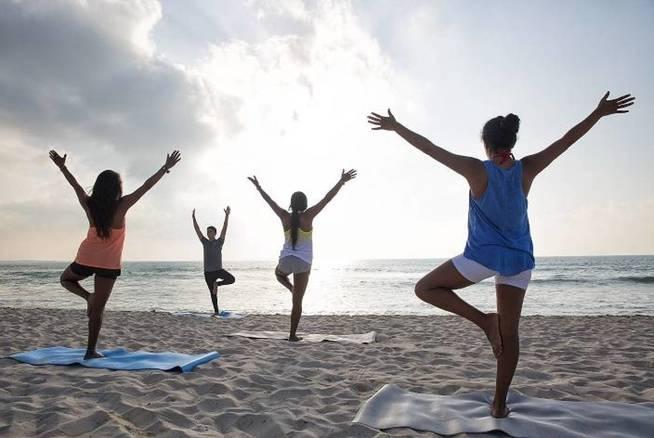 Saludo Al Sol En La Playa Foto Hotel Valentin Imperial