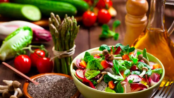 4 planes de comidas saludables para aumentar tu energía, estimular la claridad mental y mejorar el bienestar