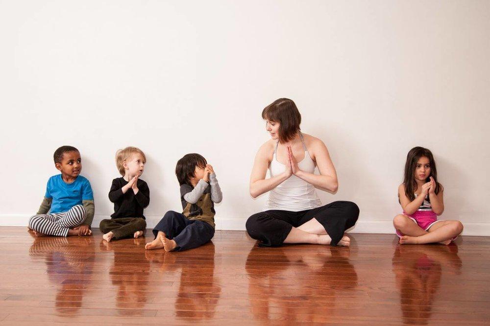 El yoga infantil mejora el comportamiento de los niños