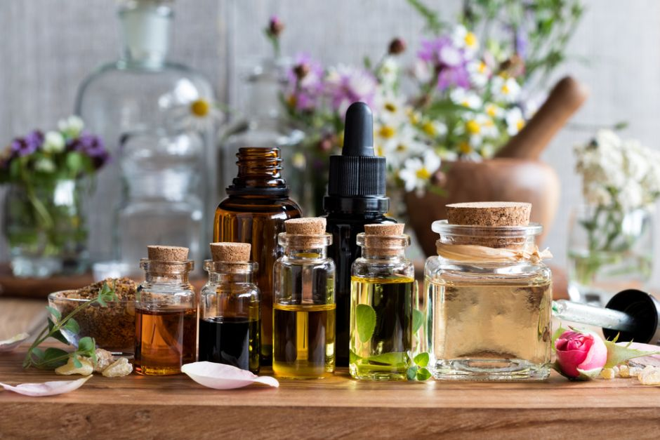 ¿Cómo la Aromaterapia puede mejorar tu práctica de yoga e inversamente?